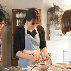 ERIKO さんの 【貸切予約】冬の鍋を囲もう♪牛すき鍋と鶏団子野菜鍋 & 節分のキンパ風恵方巻き