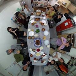 Masaki さんの 〈鶏肉のからあげ〉DIYアイテムがいっぱい!アットホームな『両国ガレージ』の食卓
