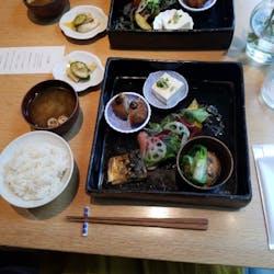 KitchHike『みんなでお店』 さんの スタイリッシュな日本酒バーで、気軽にサク飲み✨ 会社帰りの行きつけにしたい『TREX TORANOMON CAFE』にみんなで行こう!